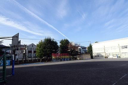 市立学校のグラウンドは登録すれば地域団体にも開放されるが、8月までは全市で使用が止められていた