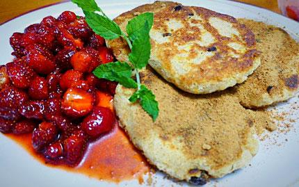 Kartoffelkeulchen - vegane Alternative zu Oma's Quarkkeulchen mit Zimt-Kokosblütenzucker und Erdbeeren