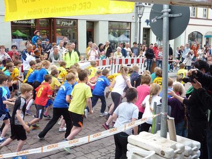 Der Start für den 1,08 km Lauf der AK Kinder U 10 ist erfolgt