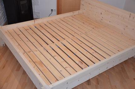 artikelbeschreibung das handgefertigte bett aus zirbenholz metallfreie betten zirbenbett. Black Bedroom Furniture Sets. Home Design Ideas