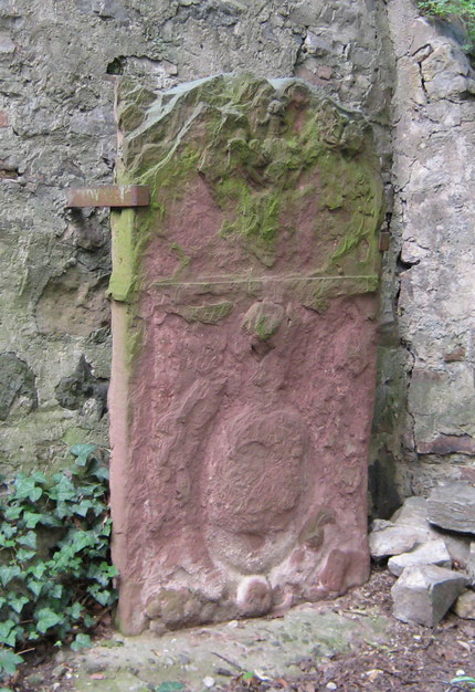 Grabstein an der Ostseite der Wilhelmskirche Foto: Thomas Schwab, 2007
