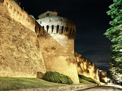 Top things to do in Corinaldo - Take a long the city walls - City_walls_Photo_by_Mauro_Dominici