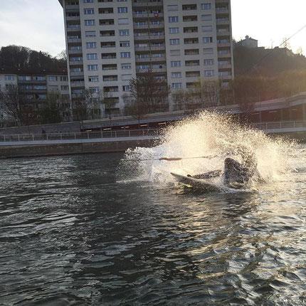 Die Bungeesurfer von Luzern surfen meistens unterhalb der Geissmattbücke