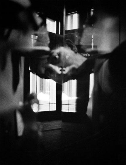 Conversaciones en casa 7, 2004 Fotografía en b/n 35.5X28 cm