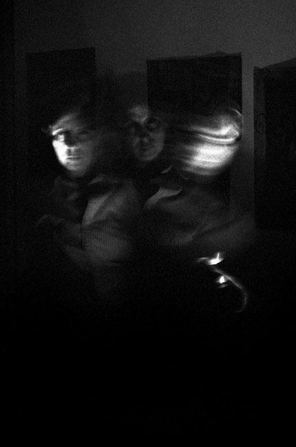 Conversaciones en casa 5, 2004 Fotografía en b/n 35.5X28 cm