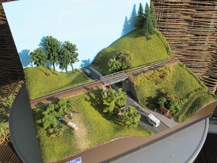 Brücke und Bushaltestelle- bei Interesse auf Bild klicken
