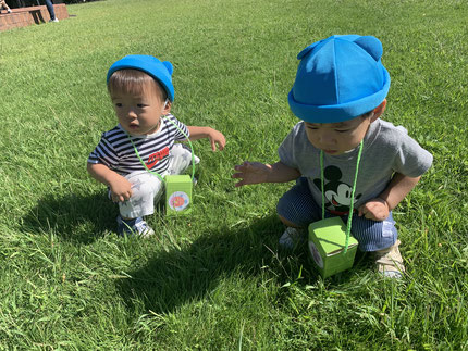 芝生の上、気持ちいいね !