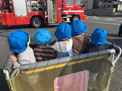 近くで消防車を見ることができて、みんな喜んでいました。