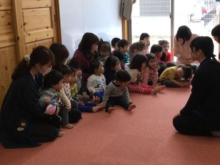 毎月、子どもたちは、『今日は、どんなお話かな・・・』と、楽しみにしています。楽しくお話を、聞くことができました。