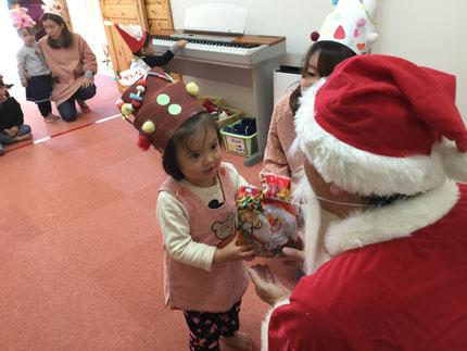 サンタさんが来てくれて、みんな大喜び!  サンタさんから、プレゼントをもらいました。☆メリークリスマス☆