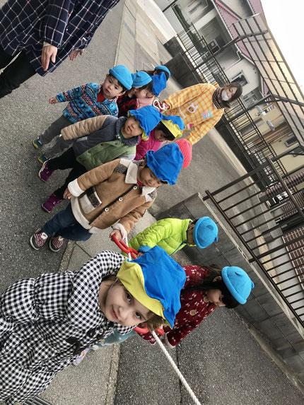 幼稚園でたくさん遊んで、楽しかったね !