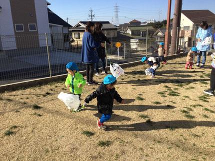 今日も寒い日でしたね。寒さに負けず、子どもたちは、元気に遊んでいます。今日は、たこあげをしました。