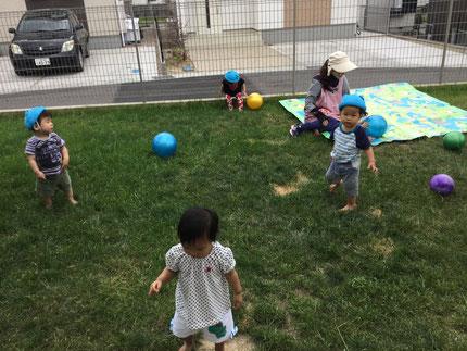 ボール遊びもしました。みんな、楽しそうに遊んでいました。