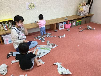 新聞紙遊び・・・