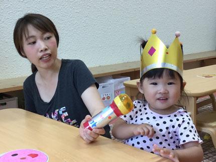 今日は、ひかりぐみのことはちゃんのお誕生日会。ことはちゃんは、明日で2歳になります。