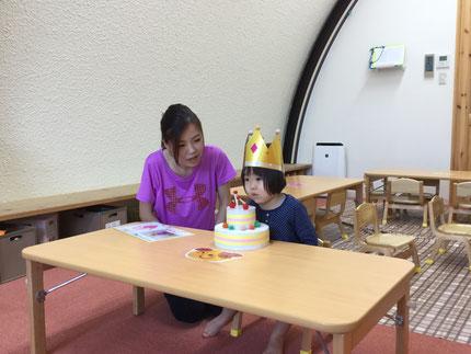 今日は、ほしぐみさんのみれいちゃんの、お誕生日会。みれいちゃんは、1日で3歳になりました。