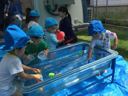 暑くなってきましたね ! いよいよ水遊びが始まりました。