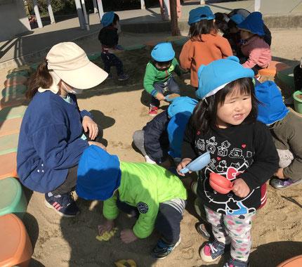 幼稚園の広い園庭や遊具に、みんな大喜びでした。広い砂場で、楽しそうに遊んでいました。