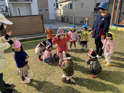 ほしぐみさんは、♪ おおかみさん ♪をしました。簡単な集団遊びが 楽しめるようになってきました。