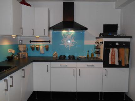 Restauration rénovation des façades de cuisine, après léger ponçage, avec Sous-couche julien + Luxens sol haute resistance Intérieur