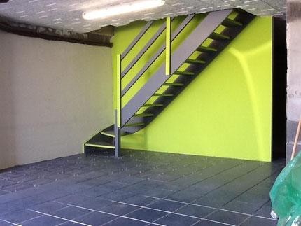 Ripolin Xpro3 sol  et RIPOLIN ATTITUDE MAT VERT PLEXI pour peindre un escalier de cave en bois (pin, sapin)