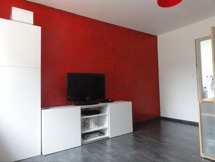 Salle en enduit décoratif rouge + vernis cuivré - SEIGNEURIE CARENIA Alliage cuivré