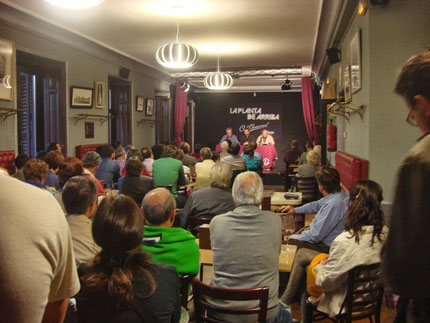 La sala del Café Comercial en un momento del acto.