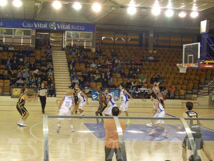 Imagen del último partido con Aurteneche en el Polideportivo Mendizorroza de Gazteiz. (Foto KAPU)
