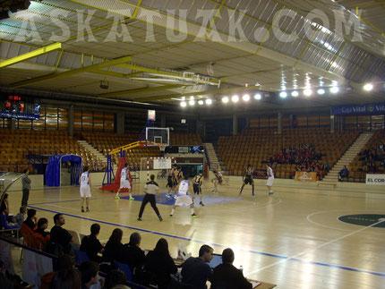 El histórico Polideportivo de Mendizorroza, escenario del partido. (Foto KAPU)