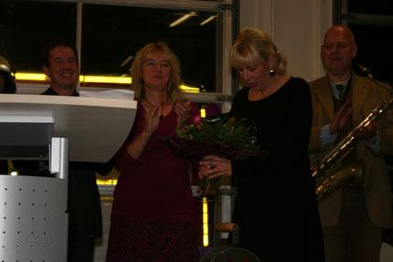 Blumen für unsere Verlegerin Angelika Schulz-Parthu