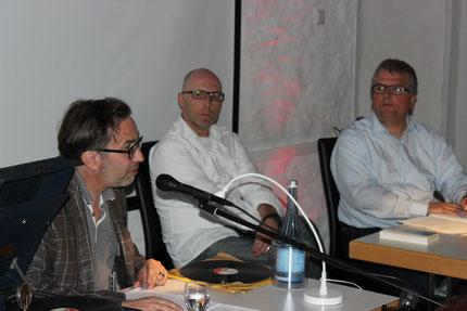 Rechts der Moderator des Abends, Markus Dillmann, neben ihm Martin Schöne