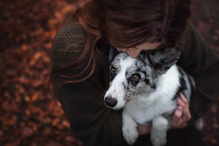 Kuschelbild Mensch Hund