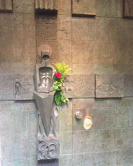 Puerta de San Jordi. Palau de Lloctinent. J.M. Subirachs