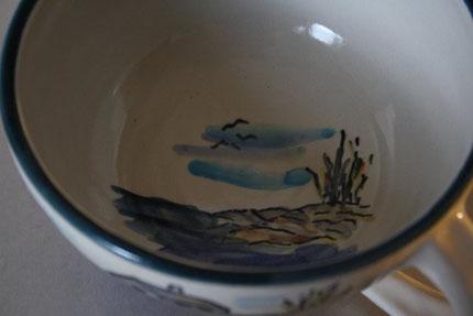 Tasse mit einer Ausschnittsbemalung innen