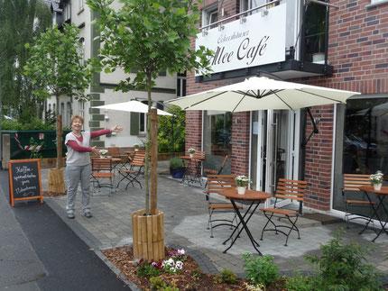 Das von Spectrum e.V. eingerichtete Allee-Cafe ist Teil des  WEG-Projektes von GeWiM-Mitgliedern in der Ockershäuser Allee. - Kontakt zu Spectrum: www.spectrum-marburg.de