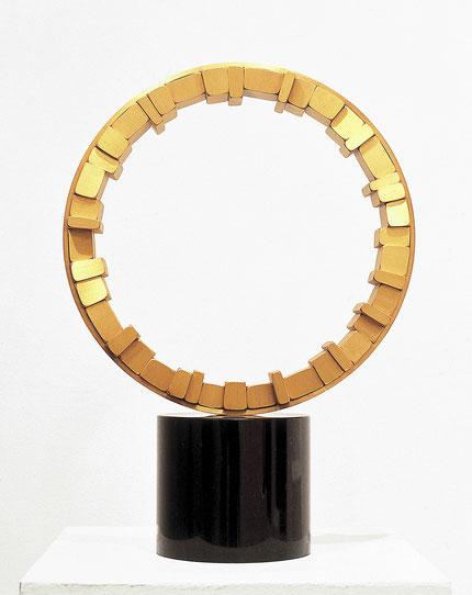 <Circle - No.08> / 1993 / brass (真鍮) / H.53x38x16 (φ38) cm       habitart展 [大賞・建設大臣賞] (模型作品)