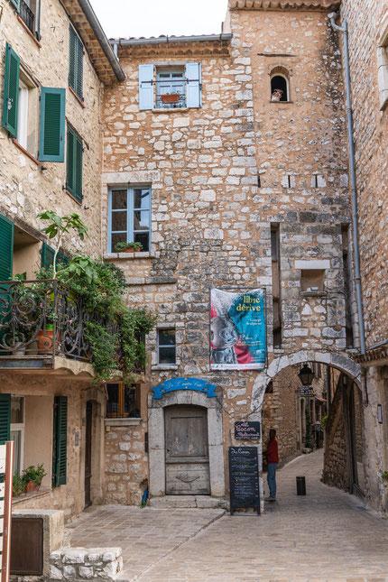 Bild: Tourrettes-sur-Loup mit La Porte Est im Département Alpes Maritimes
