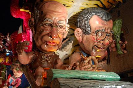 Carri allegorici con caricature politici