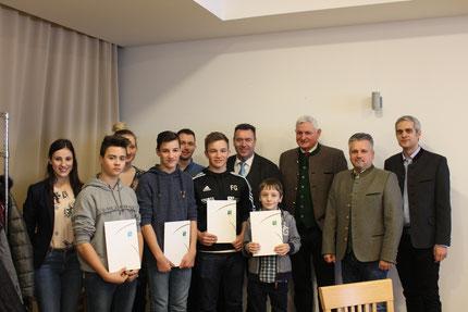 Neue Mitglieder: (1. Reihe von links nach rechts:) Jakob Schabauer, Alexander Fellinger, Florian Glatz und Jonas Prenner sind seit 2018 Mitglieder der Stadtkapelle Friedberg