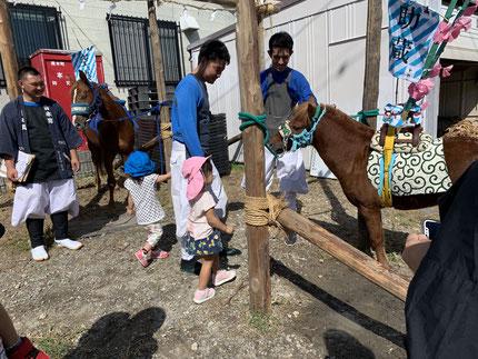 馬を見ることができて、よかったね !  お祭りも楽しみですね。
