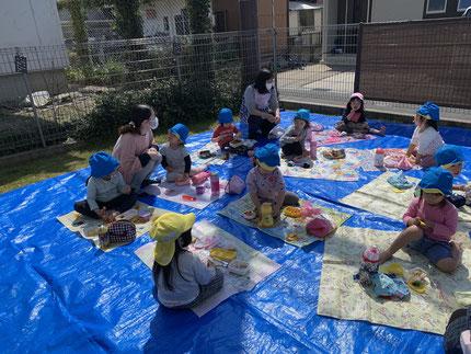 保育園に帰ってから、お弁当を食べました。みんな、おいしそうに食べていましたよ。
