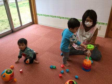 ひかりぐみさんは、いろいろなおもちゃで遊びました。自分が遊びたいおもちゃを見つけて、遊んでいました。