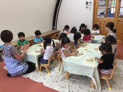 ほしぐみさんは、粘土遊びをしました。すごく、集中して遊んで   いました。