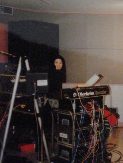 スタジオでリハーサル中です。