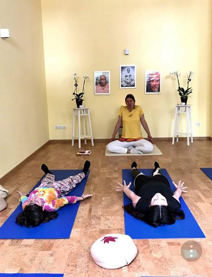 Beim Tag der offenen Tür, Unterricht in den Räumen von Yoga Vidya Nordhorn.