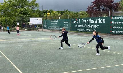 Anna-Lena und Mara beim Doppel