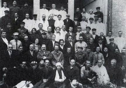 Tilhængere af den forenede venstreoppositionen i Sovjetunionen 1926/27 ( i midten Kamenev og Trotskij)