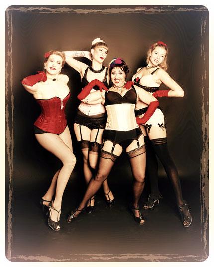 Die vier JGA-Burlesqueworkshop-Lehrerinnen von Dixie Dynamite's School Of Burlesque: Dixie, Ruth, Topsy, Lilly