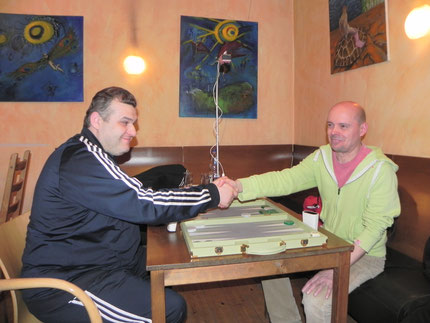 Vor dem Finale: Igor Bakunowizki lächelt, als wäre Rolf Schüler ein Leckerbissen, und das war er dann auch.
