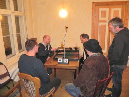 Finale: Rolf (li), Helmut und Kiebitze Michael, Wolfgang, Ralf